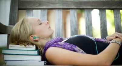 Tanulás, alvás közben?