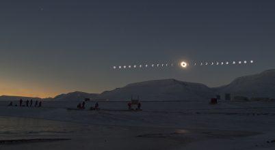 A hónap asztrofotója: Napfogyatkozás a Spitzbergákon