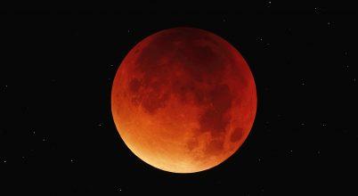 A hónap asztrofotója: Vöröslő holdfogyatkozás