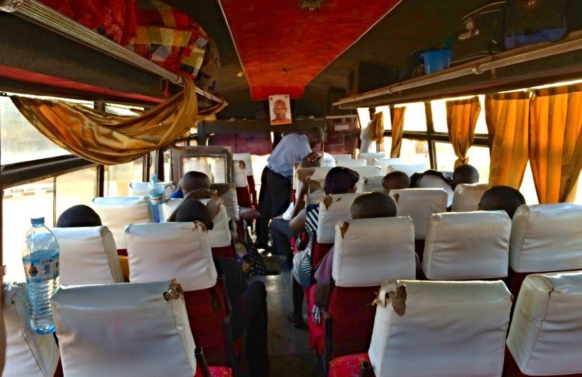 485 kilométer, 14 óra buszút Ugandában