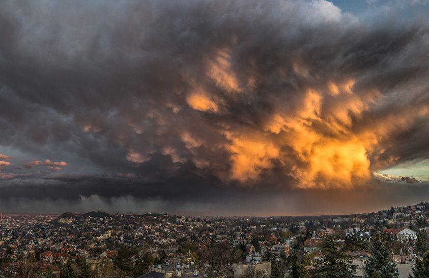 A nap képe: Fényevő felhő