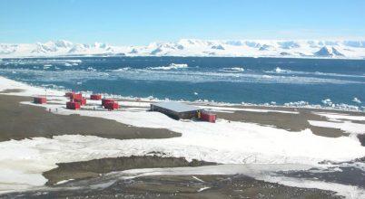 Ünnepelnek a cseh kutatók az Antarktiszon