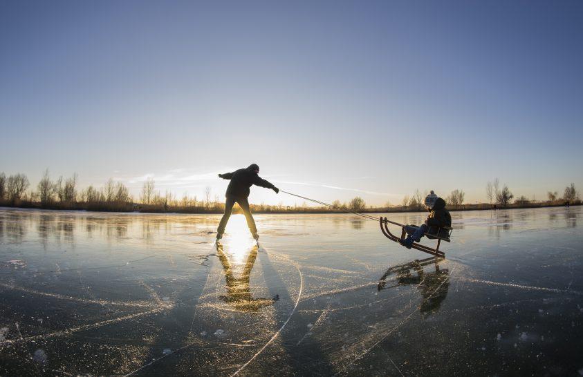 A nap képe: Wheelie a jégen