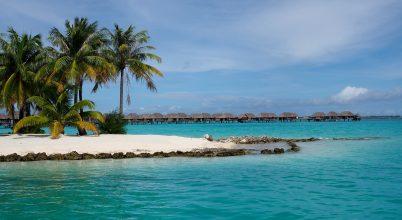 Elvágyódás és összetartozás – képeslapok Tahitiról