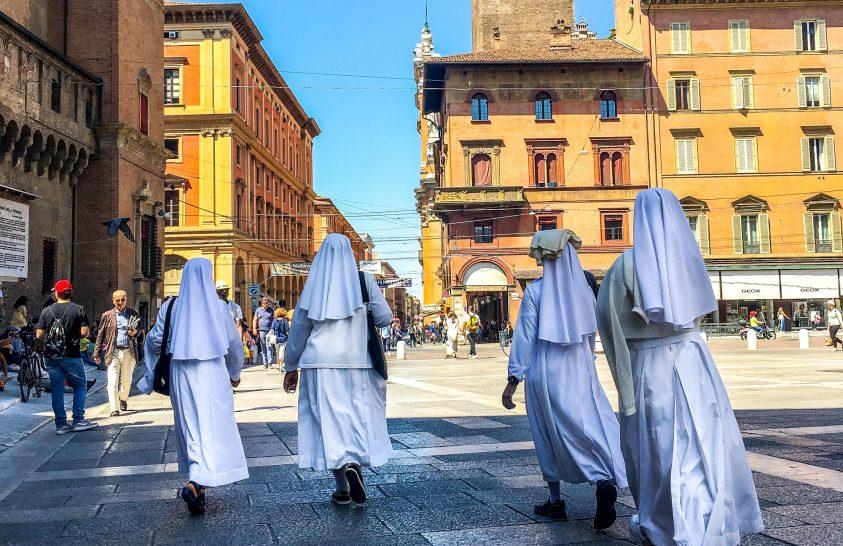 Bolognai városnézés izgalmas eseménnyel és spagettivel