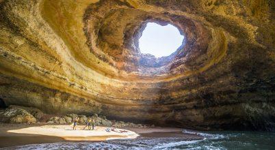 A nap képe: Szörfösök egy barlangban