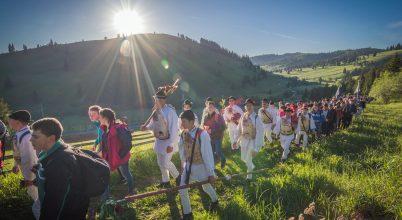 A nap képe: Zarándoklat a gyimesi dombokon át