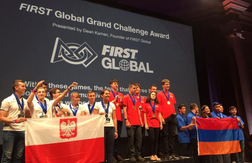Magyar diákok nyerték meg a robotépítő verseny fődíját