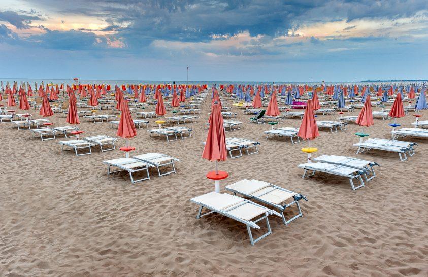 A nap képe: Egy alvó tengerparti strand