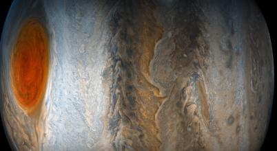 Furcsa szögből örökítették meg a Jupiter Nagy Vörös Foltját