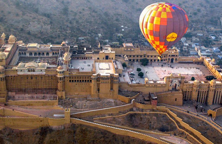 Dzsaipuri napfelkelte hőlégballonból, a Rózsaszín Város pedig gyalog