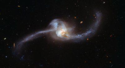 Kozmikus csomót örökített meg a Hubble