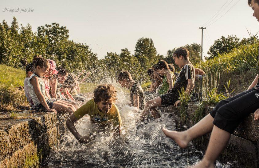 A nap képe: Nyári emlék: pancsolás a hűs patakban
