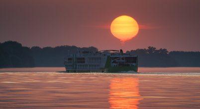 A nap képe: Egy hajókémény és a Nap találkozásából született a látvány