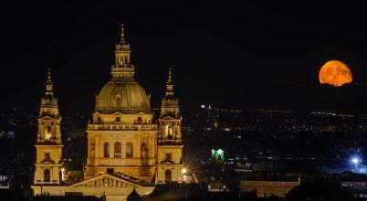 A nap képe: Holdkelte Budapest fölött