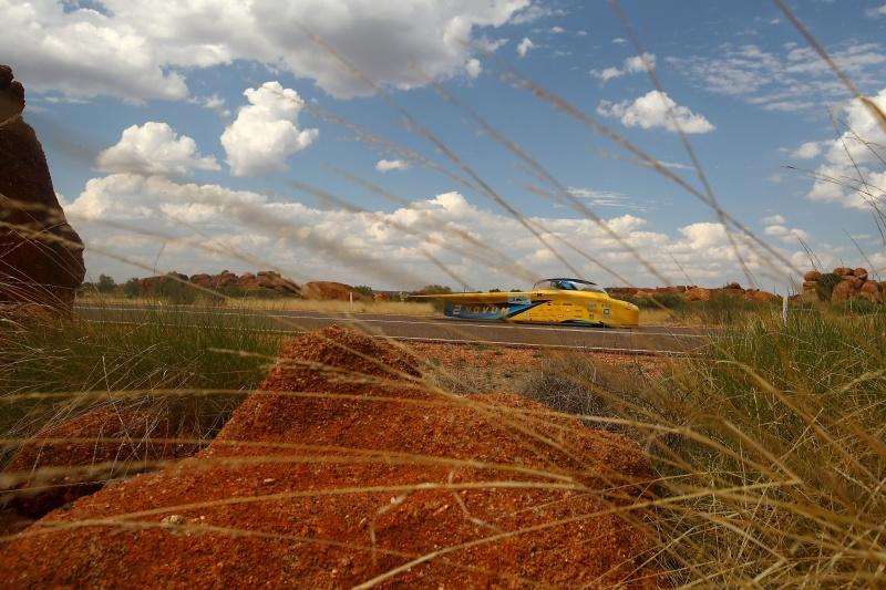 Megindult a napelemes autók versenye Ausztráliában
