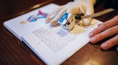 Magyar okoskesztyűvel olvashatnak a vakok