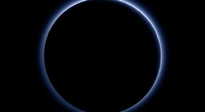 Ködrészecskék miatt lehet olyan hideg a Pluto légköre