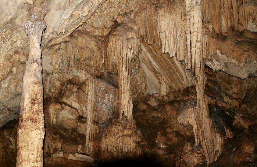 Cseppkőbarlang mesél a parányi indiai-óceáni sziget múltjáról