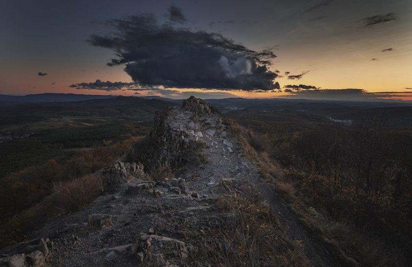 A nap képe: Boszorkánykő ufó felhővel