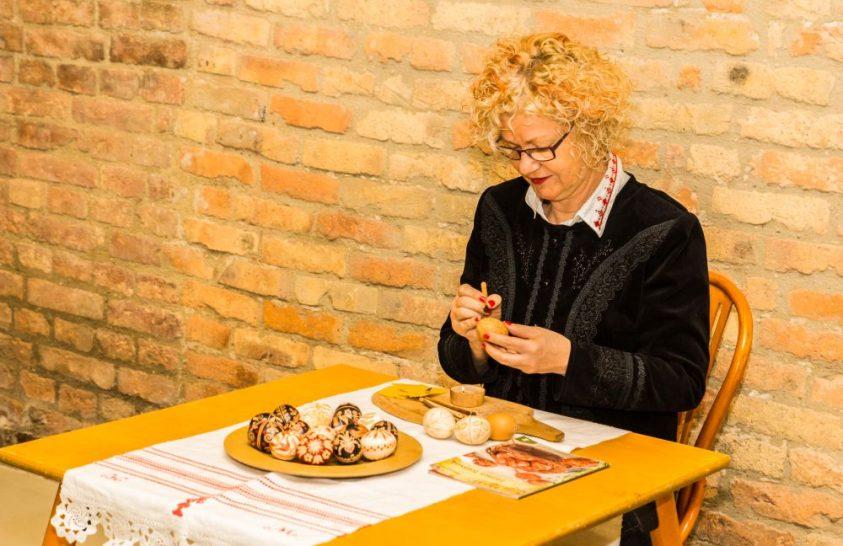 Húsvéti hagyományok őrzője: a tojásíró