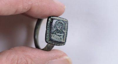 Egy kertész találta meg a középkori zarándok gyűrűjét