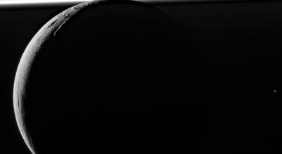 Akár élet is fejlődhet az Enceladuson