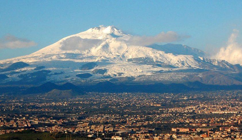 A tenger felé csúszik az Etna