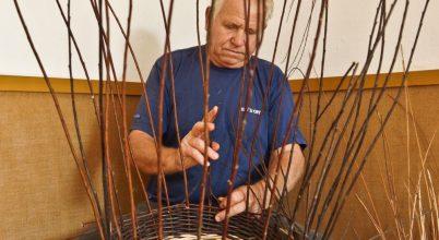 Fűzfavesszők hajlítója: a kosárfonó mester