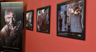 Antonio Banderas Szentendrén – fotókiállítás egy forgatás képeiből