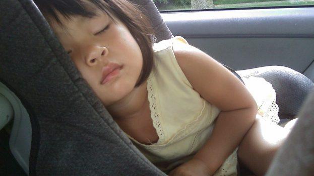 Elég egy óra, hogy egy gyermek meghaljon a forró autóban