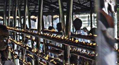 A nap képe: Gyertyák és imák