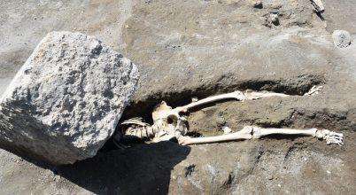 Kőtömb zuhant a pompeji férfire
