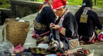 Miao törzs és a ruhákba hímzett történelem