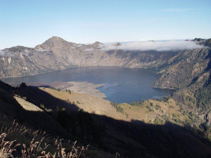 Centiméterekkel magasabbra került az indonéz sziget