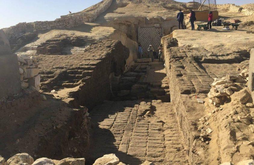 Több mint 800 ókori sírt tártak fel Egyiptomban