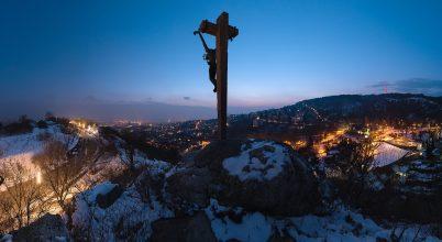 A nap képe: Pécsi feszület a kékórában