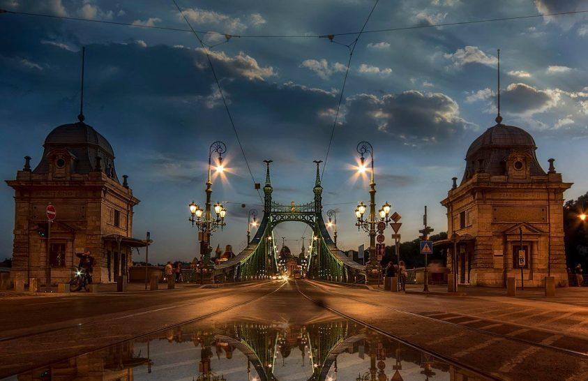 A nap képe: A Szabadság híd tükröződése, kora este