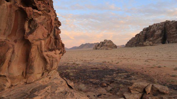 Jordániai Rum vádi homokkövei és sziklarajzai