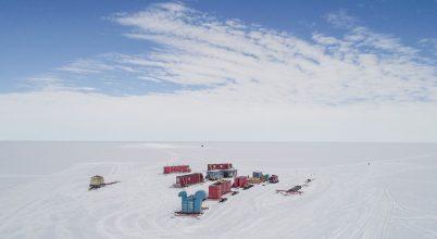 Ezer méterrel a jég alatt keresik az életet