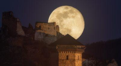 A nap képe: Vár a Hold alatt