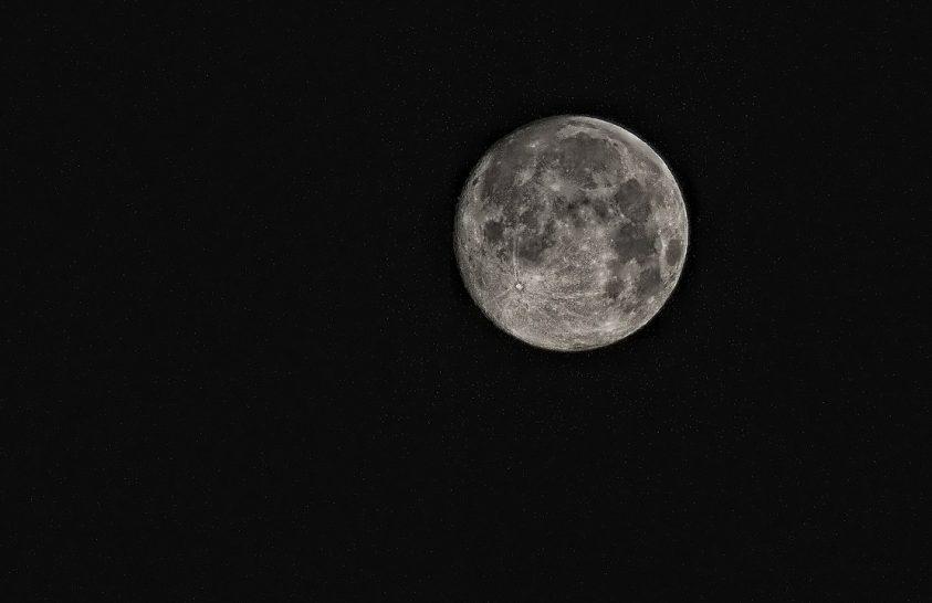 Amerika néhány éven belül visszatérne a Holdra