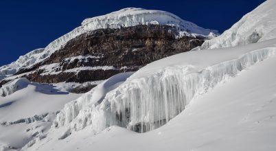 A Cotopaxi csúcsa a gleccseről visszanézve