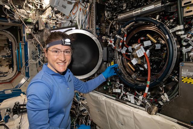 A tervek szerint tizenegy hónapig marad az űrben egy űrhajósnő