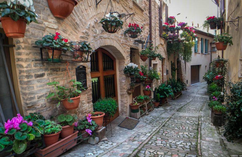 Perugia csókja, Spello kísértete, Norcia sonkája