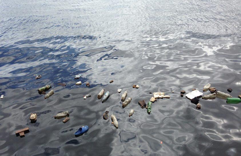 Műholdról is látható az óceánban úszó műanyag