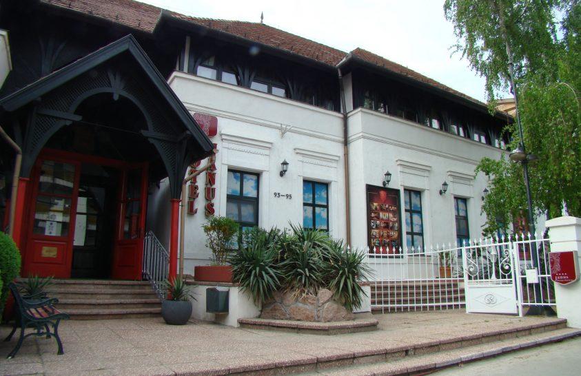 Különleges stílusú hotel a város szívében