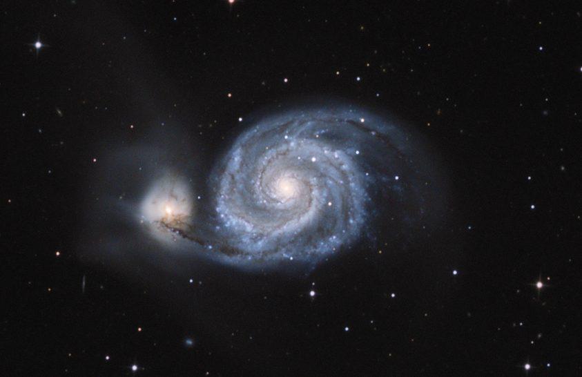 2019. május asztrofotója: Hívatlan vendég az Örvény-galaxisban
