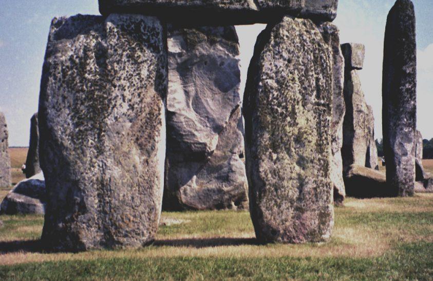 Visszatért Angliába Stonehenge egy darabja