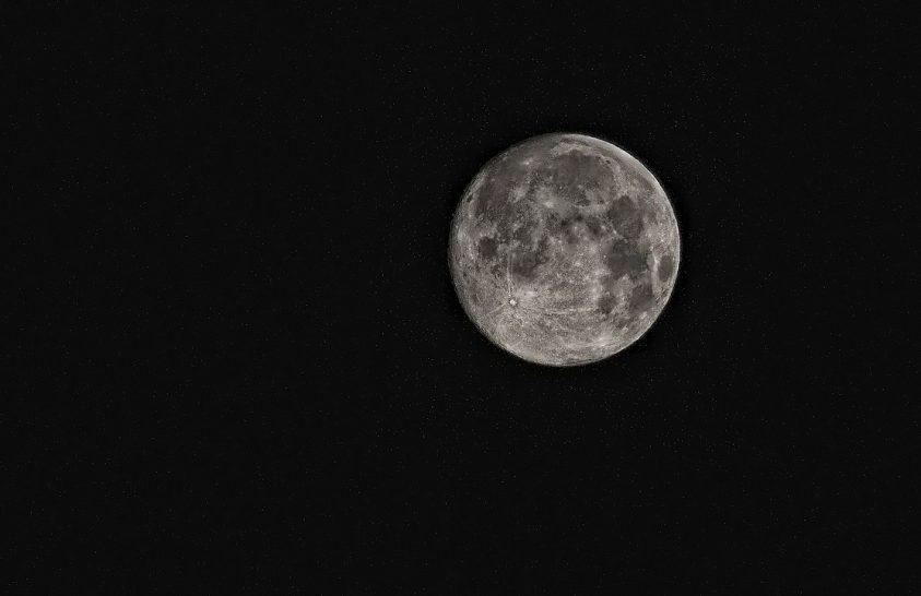 Ősi ütközés formálhatta át a Holdat